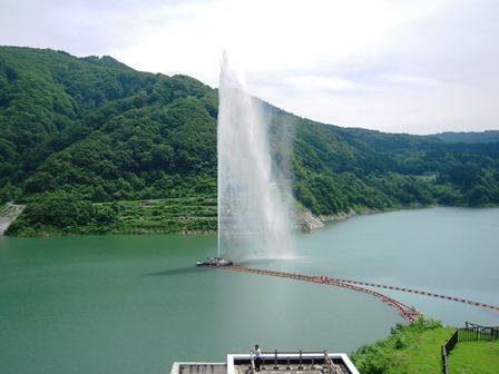 日本一!月山湖大噴水 - とうほく見所より所
